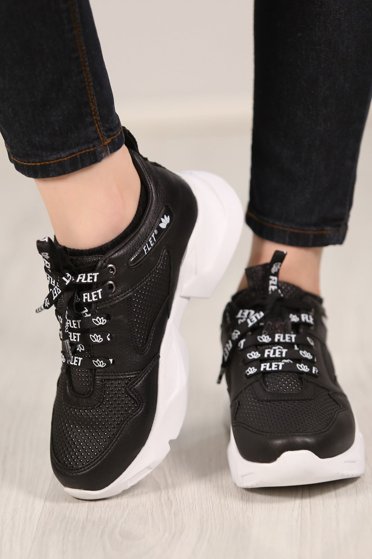 Kalın Taban Spor Ayakkabı Siyahbeyaz - 4821.264.